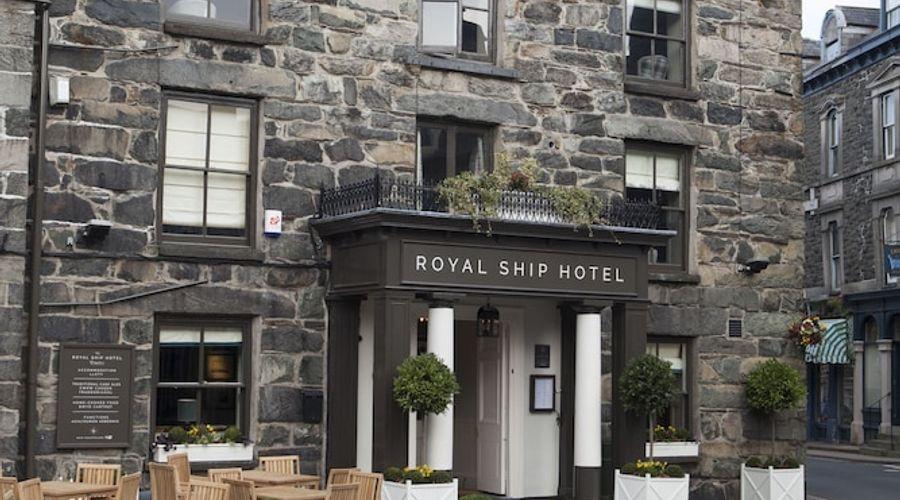 Royal Ship Hotel-1 of 56 photos