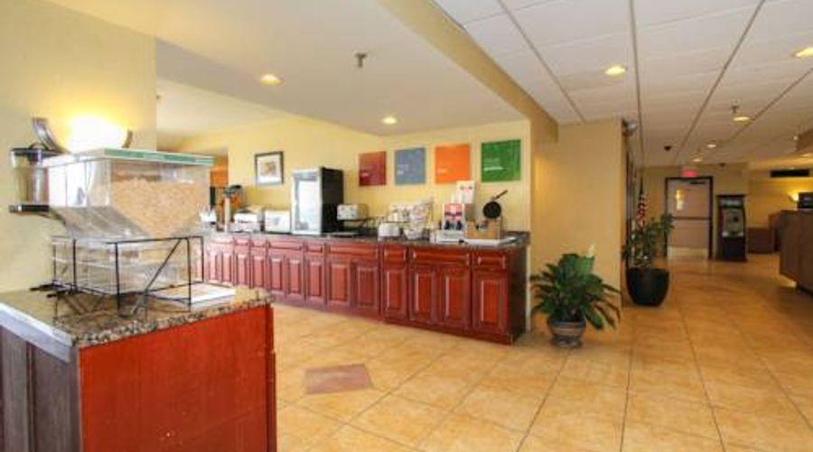 Comfort Inn & Suites West Atla-11 of 12 photos