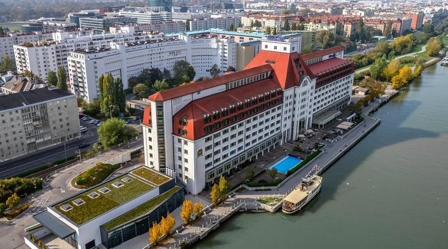 Hilton Vienna Danube Waterfront-2 of 43 photos