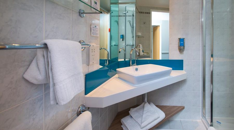 Holiday Inn Express Bath-3 of 29 photos