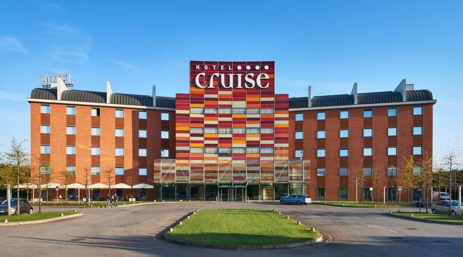 Hotel Cruise-1 of 42 photos