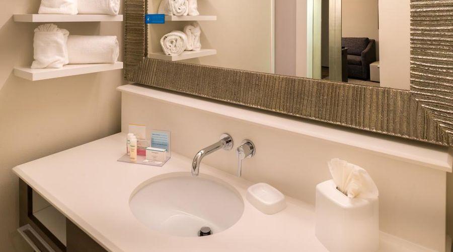 Hampton Inn & Suites Orlando/East UCF Area, FL-19 of 45 photos