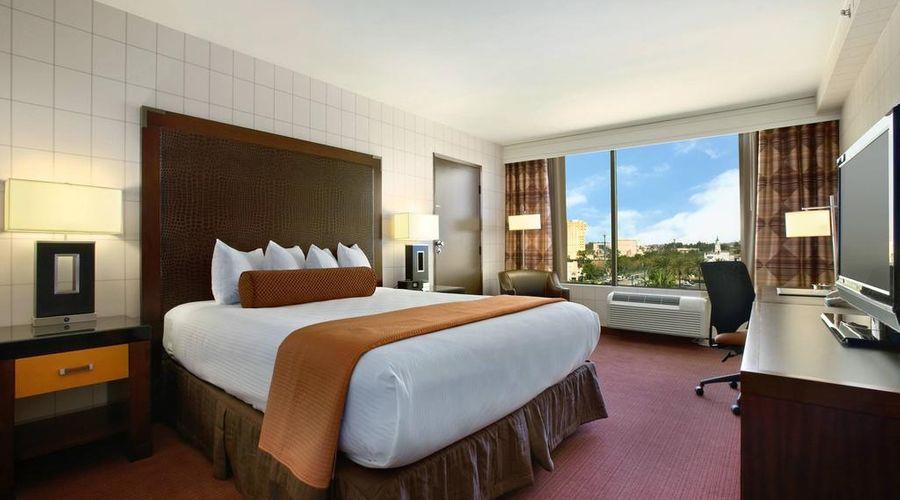 Red Lion Hotel Anaheim Resort-36 of 48 photos