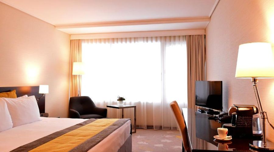 Crowne Plaza Hotel Bucharest-3 of 45 photos