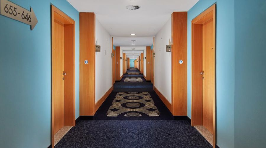 Holiday Inn Prague Congress Centre-2 of 29 photos