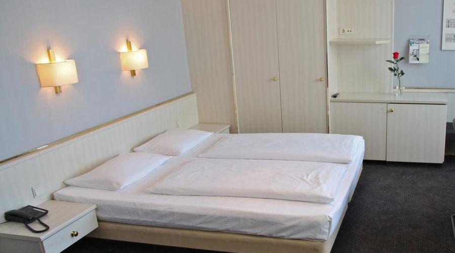 Berlin Plaza Hotel am Kurfürstendamm-12 of 46 photos