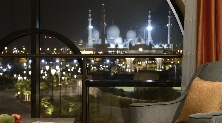 The Ritz-Carlton Abu Dhabi, Grand Canal-20 of 42 photos