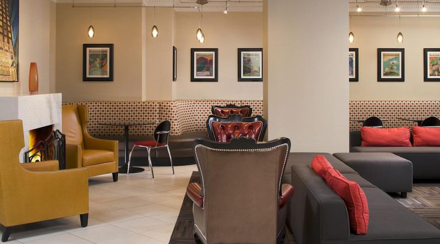 Holiday Inn Express Chicago-Magnificent Mile-5 of 40 photos