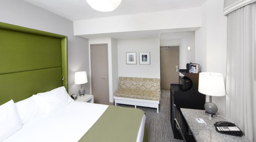 Holiday Inn Express Chicago-Magnificent Mile-7 of 40 photos
