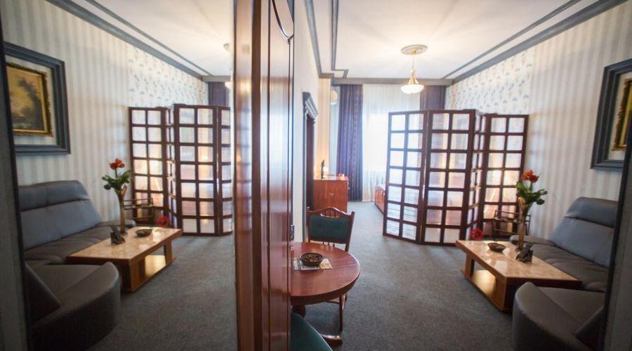 Bucharest Comfort Suites-36 of 38 photos