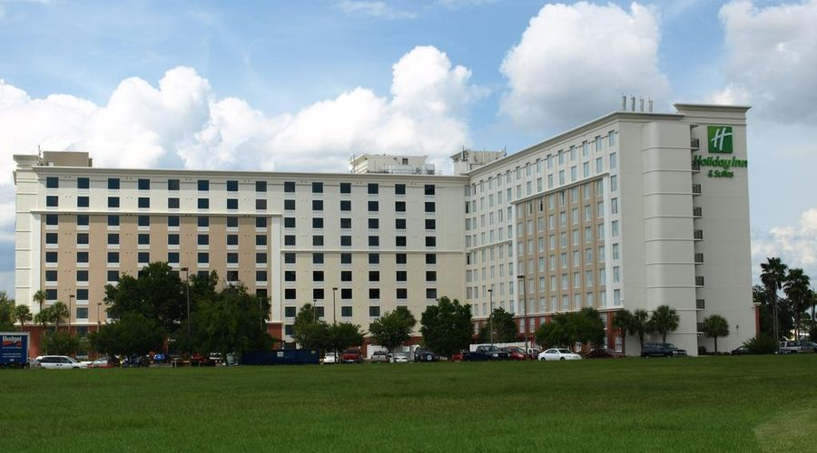 Holiday Inn & Suites Across From Universal Orlando-2 of 32 photos