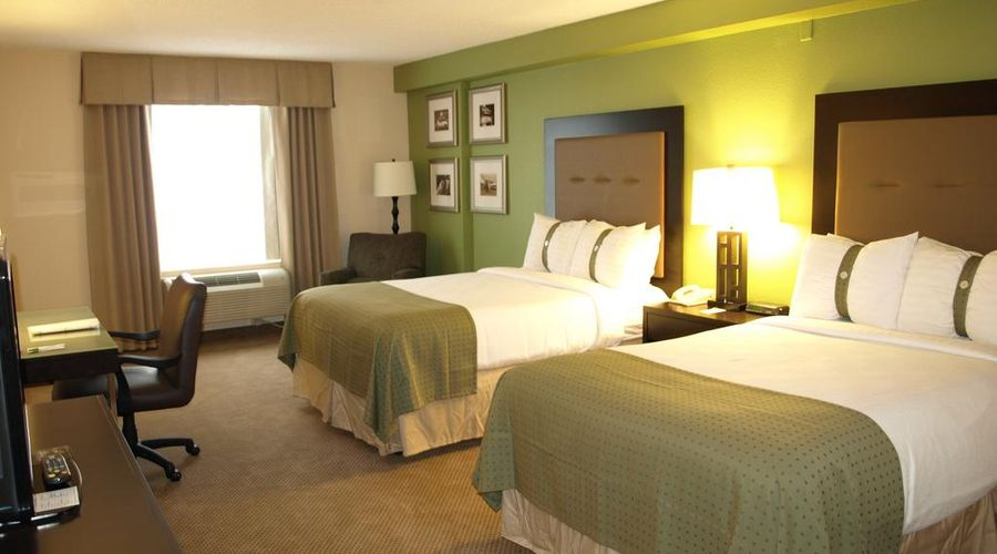 Holiday Inn & Suites Across From Universal Orlando-8 of 32 photos