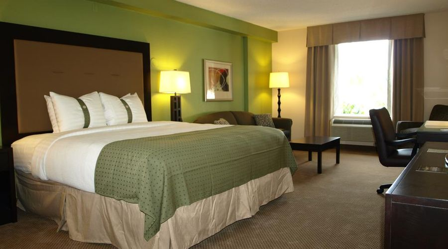 Holiday Inn & Suites Across From Universal Orlando-10 of 32 photos