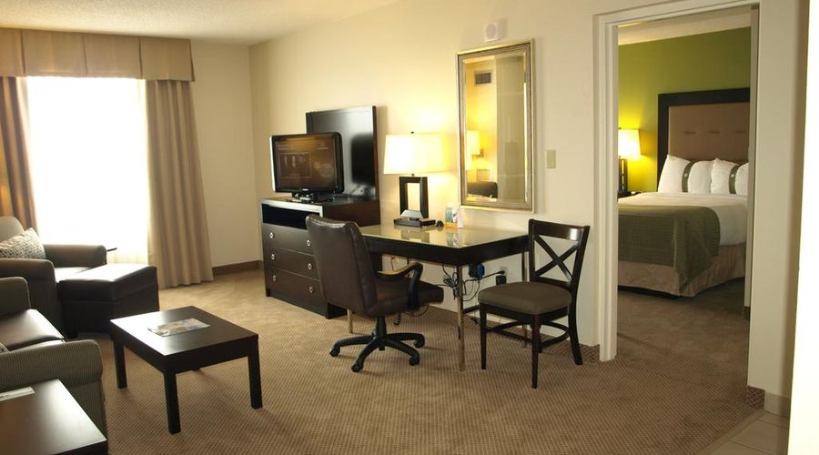Holiday Inn & Suites Across From Universal Orlando-11 of 32 photos