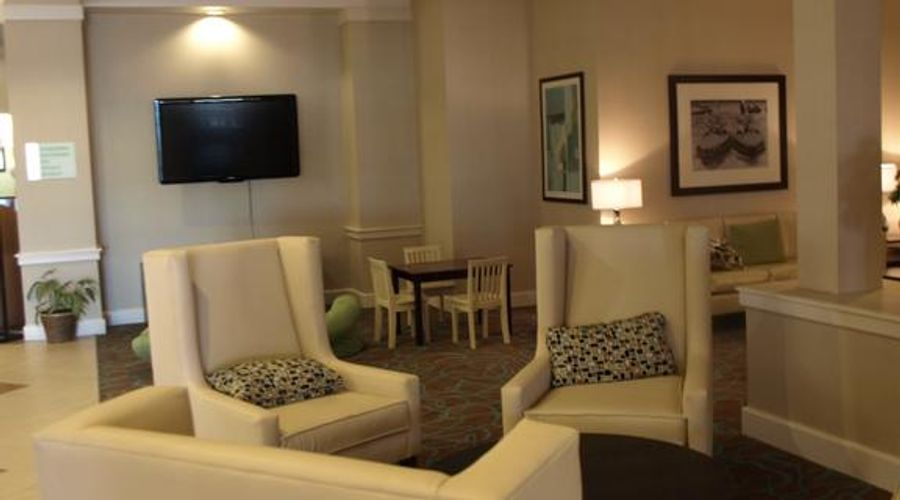 Holiday Inn & Suites Across From Universal Orlando-15 of 32 photos