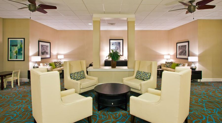Holiday Inn & Suites Across From Universal Orlando-17 of 32 photos
