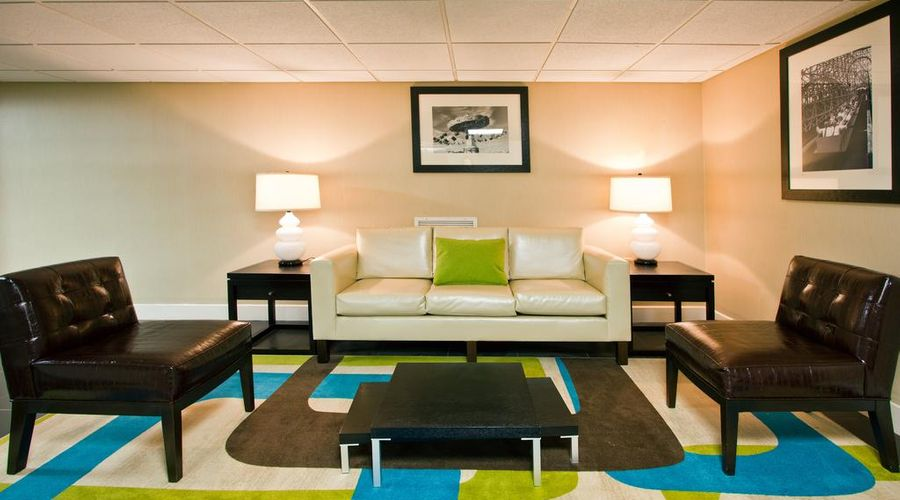 Holiday Inn & Suites Across From Universal Orlando-19 of 32 photos