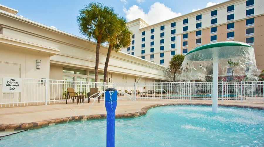 Holiday Inn & Suites Across From Universal Orlando-7 of 32 photos