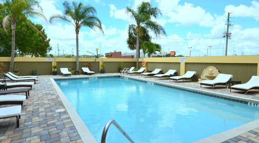 Holiday Inn Orlando East - UCF Area-22 of 33 photos