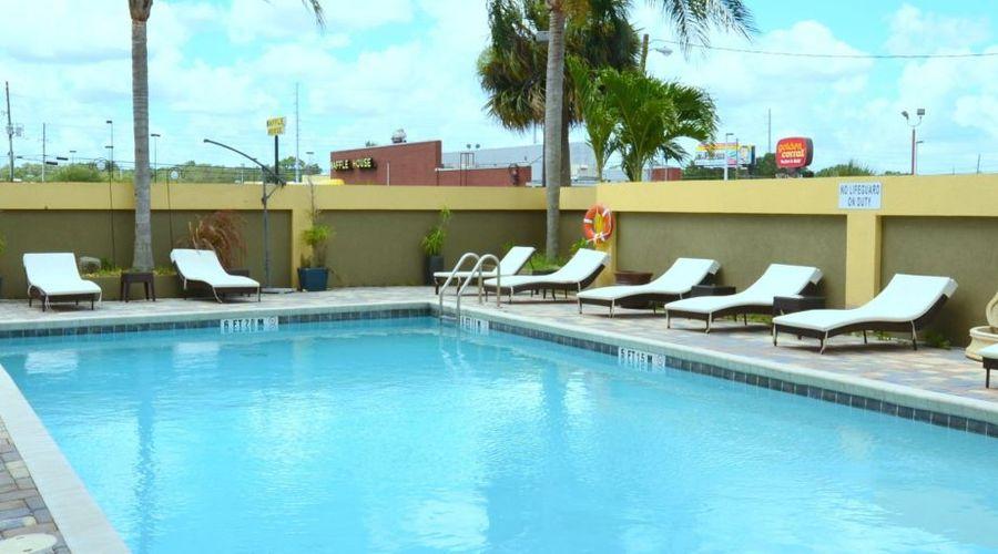 Holiday Inn Orlando East - UCF Area-25 of 33 photos