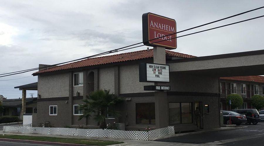 Anaheim Lodge-2 of 28 photos